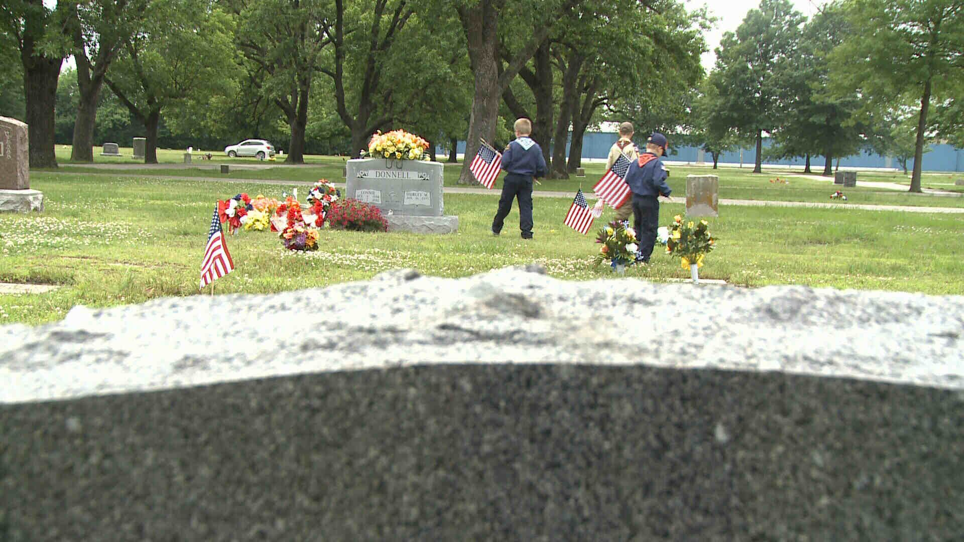 Boy Scouts Decorate Miami's G.A.R. Cemetery with 2,000 Flags