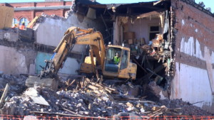 City of Pittsburg knocks down an unsafe building